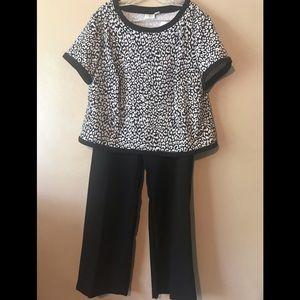 Cato black/white top 18/20W black pants 18W